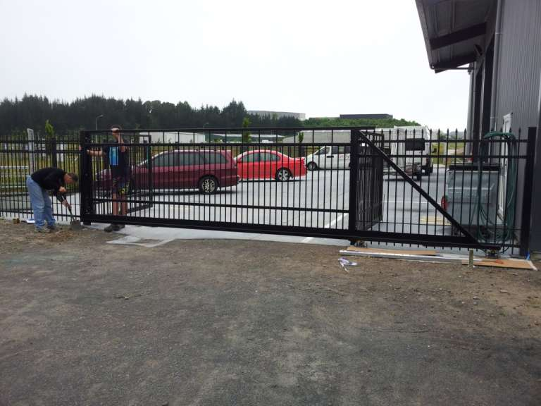 Cantilever Manor style sliding gate - no wheel track required